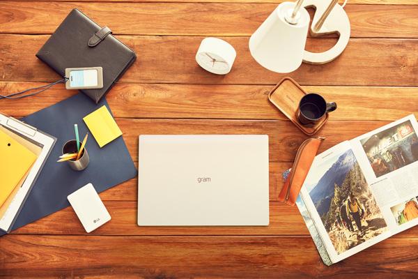 薄くて軽い!おすすめのノートパソコン。まわりと差がつく一台はコレ!