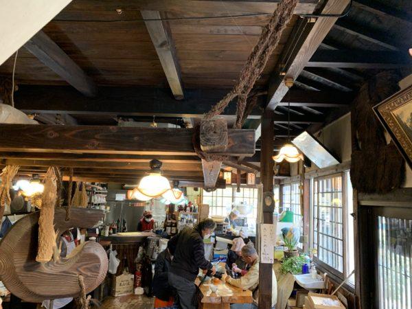 木材を使った店内が温かい雰囲気です。