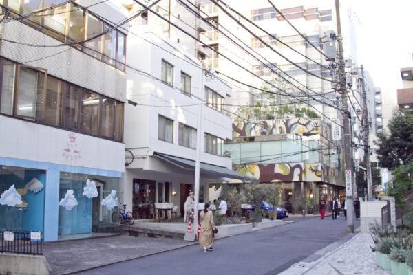 『アマムダコタン表参道店』の前にはテラスがあります